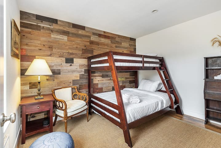 Saddle House Bedroom w/Twin over Full Bunkbed