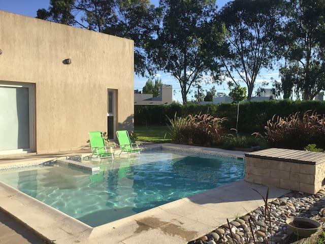 Hermosa casa  en Barrio Privado con piscina !