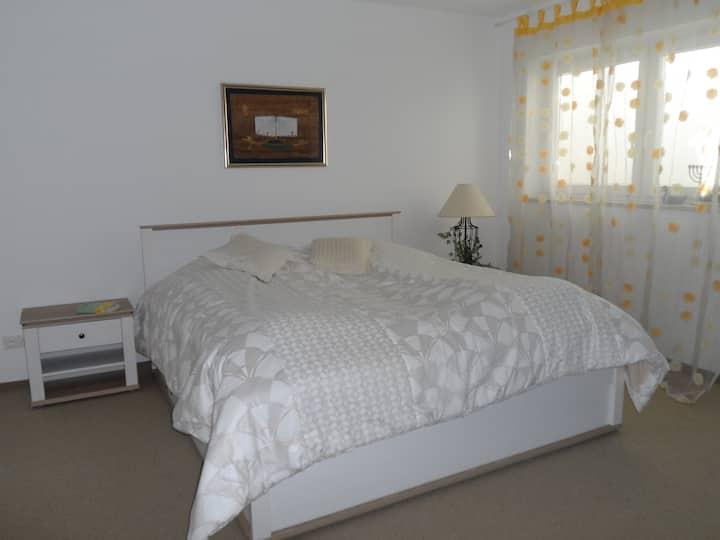 One large ( 40 qm ) sleeping room