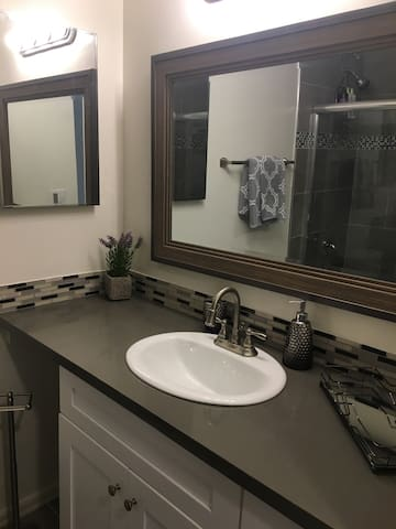 Newly renovated West LA studio W pool and parking! - Los Angeles - Apartment
