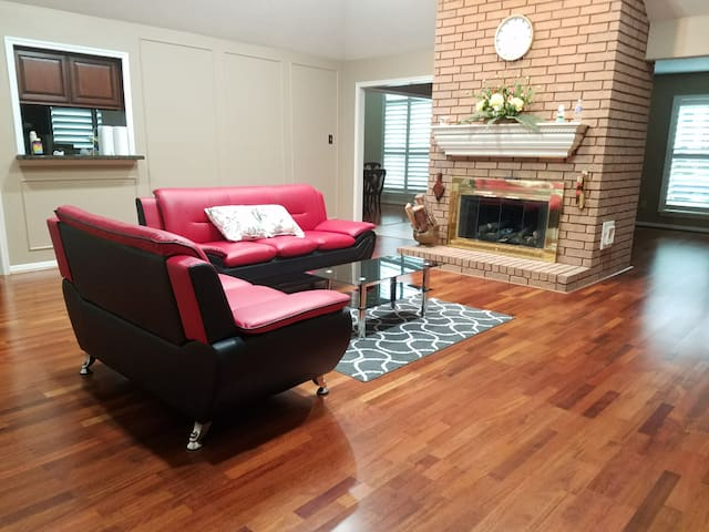 Elegant 1 BR in Pearland 10m to Airports, Shopping