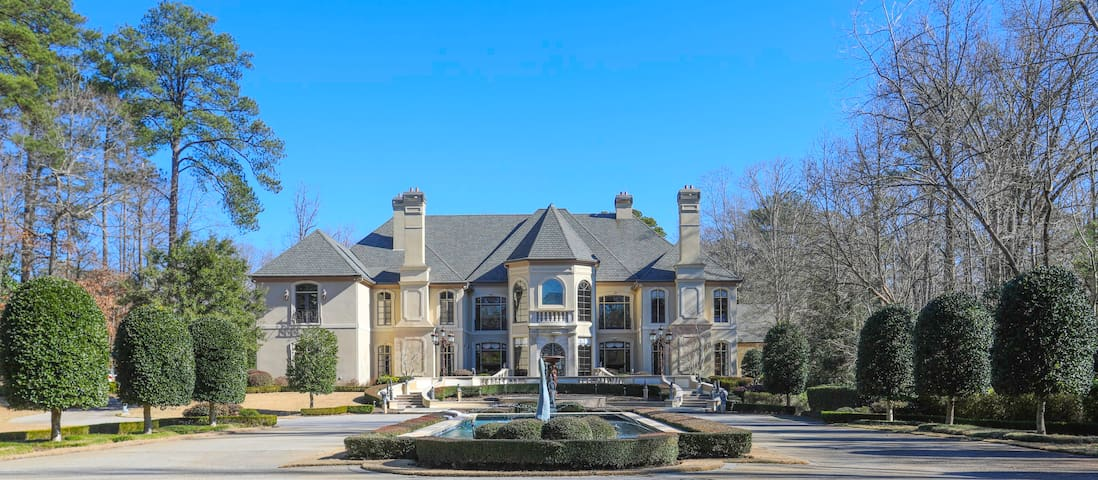 Deluxe Suite in a Gated Buckhead Mansion