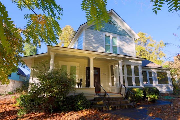 Washington House - A Luxurious Wine Country Home