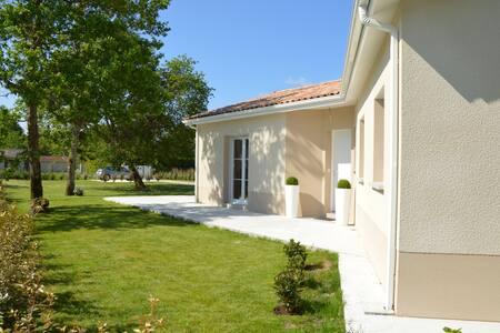 Maison récente tout confort T5 sur 1200 m2 arborés - Hourtin