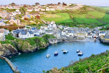 Port Isaac. Characterful comfortable cottage. - Port Isaac