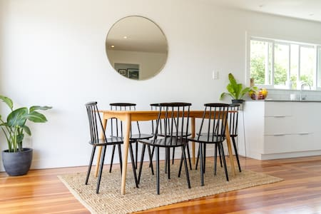 Close to amenities, transport & baby friendly! - Auckland