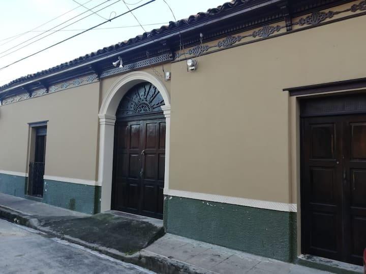 Habitaciones en casa estilo colonial