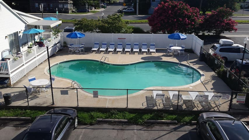 Adorable Dewey Beach Townhouse with Pool!