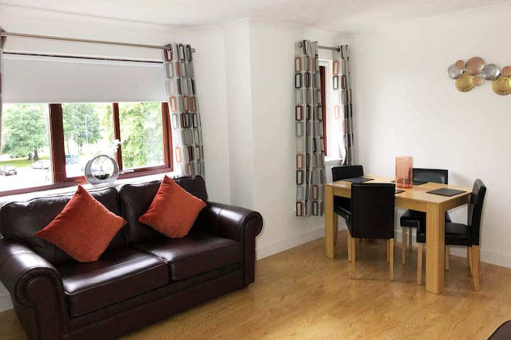 Modern Two Bed Newly Refurbished Apartment