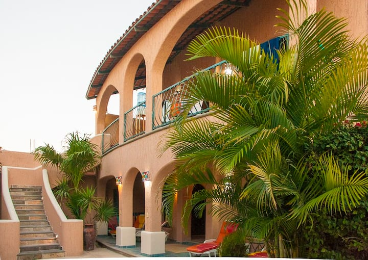 Casa Kootenay BnB -Waterfront Columbia Room