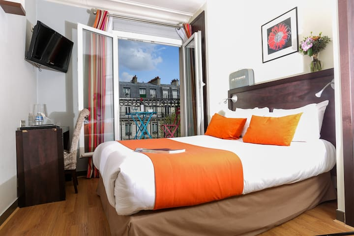 Standard Double room in hotel near Gare du Nord