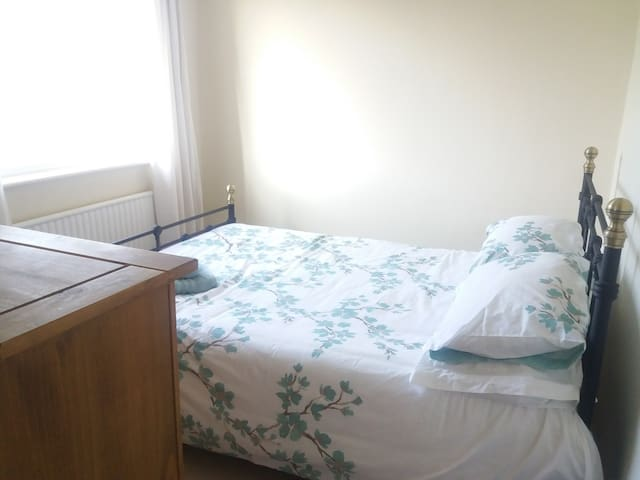 Dilton Marsh Double Room in Shared House