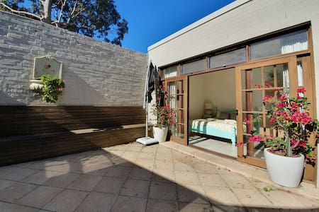 Bronte self contained studio