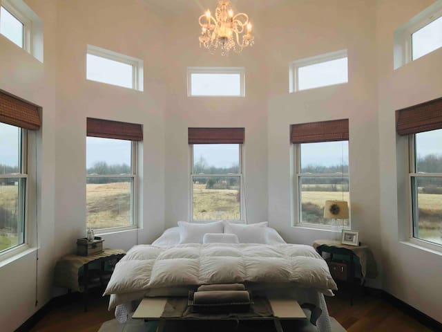 Sleep well in this Cal King Sleep Number with adjustable bed frame! Under 10 windows...you can see the stars!