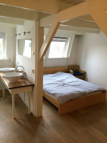 Spacious room in de Pijp, city centre (Bathtub!) - Amsterdam - Apartament