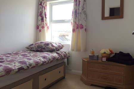 Cosy flat very close to Town Center - 雷丁(Reading)