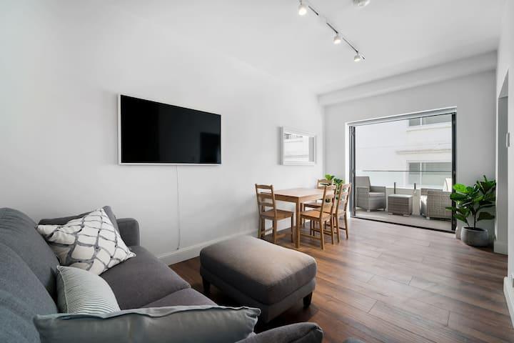 Sunlit 1 Bedroom Apartment right at Bondi Beach