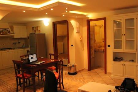 Appartamento Privato con parcheggio - Massa - Apartment