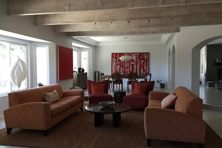 Warm, suburban family home and pool - Agoura Hills