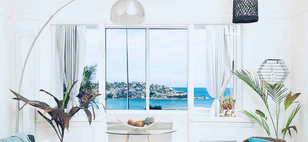 The View-Absolute Bondi beachfront - 1 BR Sleeps 4