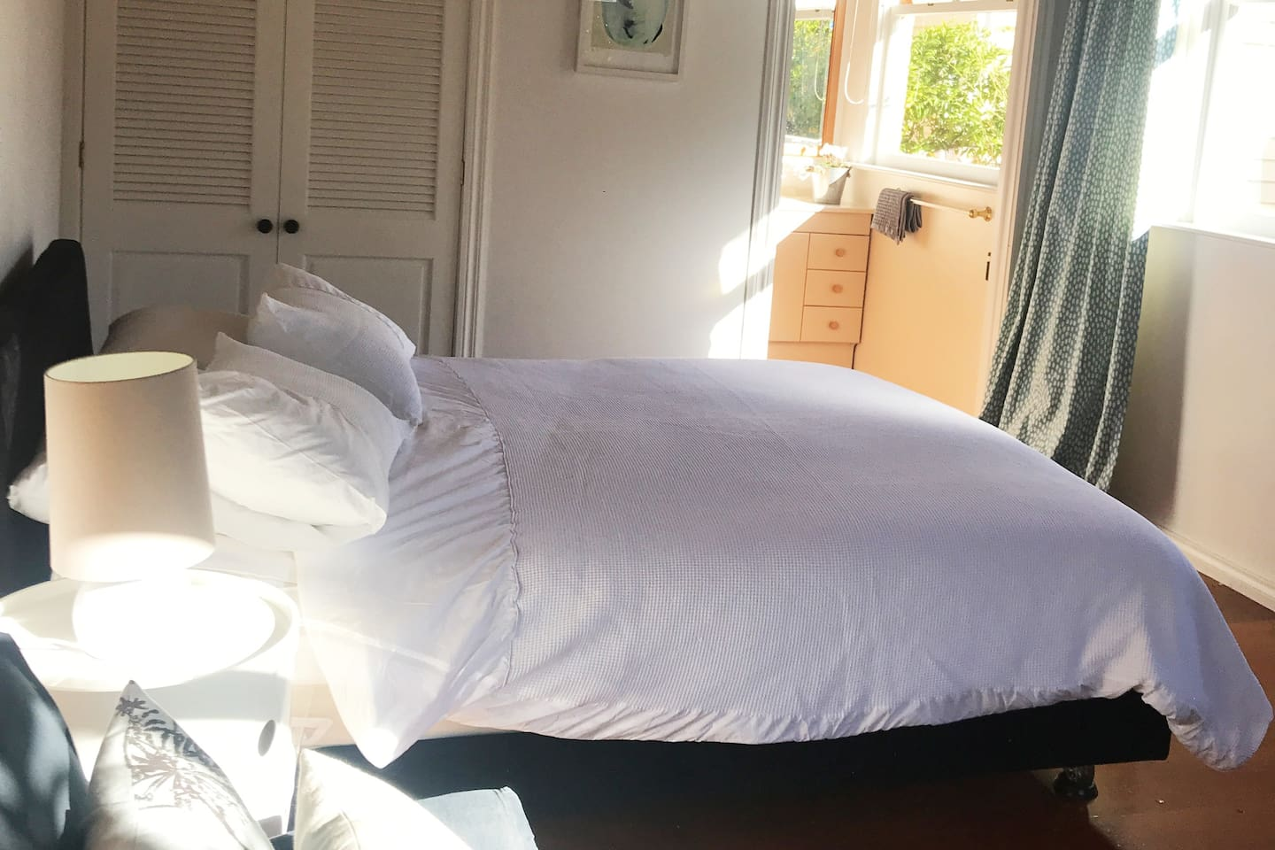 Simple, neat and clean, sleep well in our garden room with ensuite, wifi and netflix