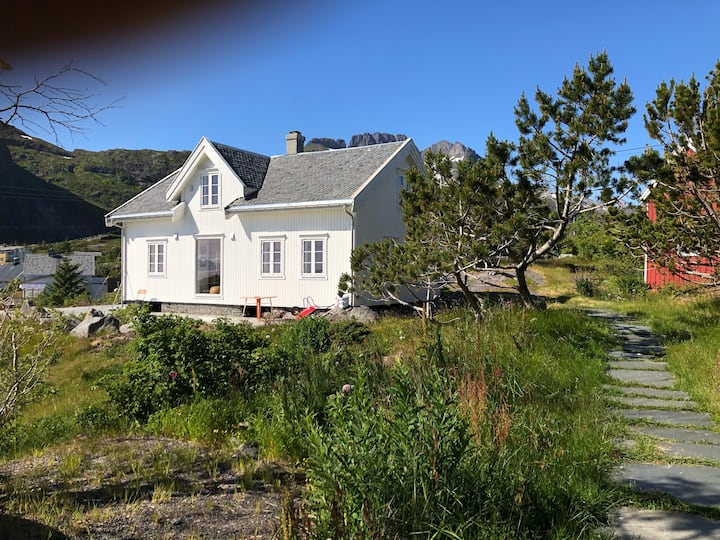 Historisk hus med panoramautsikt i Sørvågen