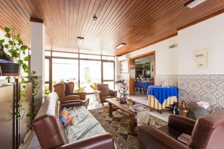 Residencial Beirante Quarto Duplo c/BB - Santarém - Bed & Breakfast