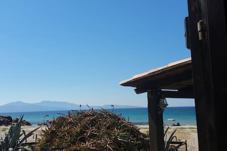 Maison-pieds dans l'eau-plage-Corse- - Cargèse