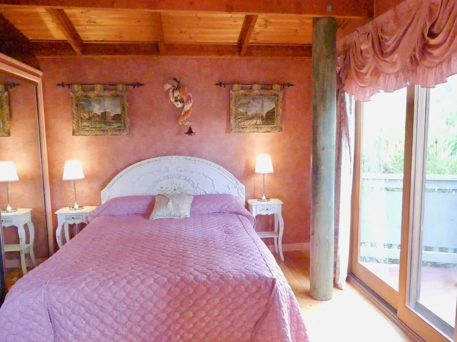 The 'Venetian' Room with Queen bed
