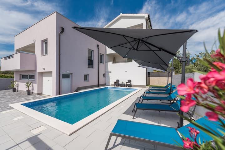 Villa Palmarosa s privatnim bazenom