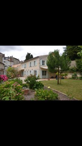 Maison de charme cœur de ville - Fontenay-le-Comte - House