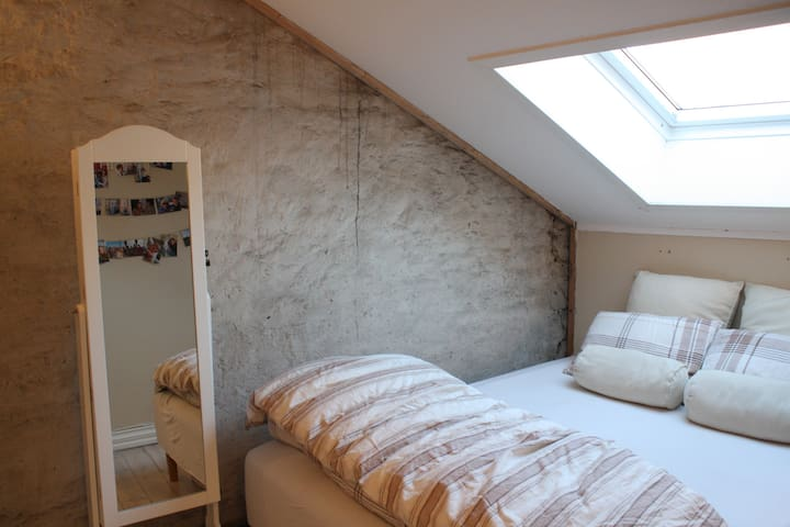 One bedroom central loft, with private balcony