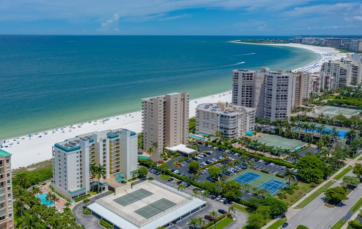Recently Renovated! Most Breathtaking Views and Sunsets on Marco Island!!
