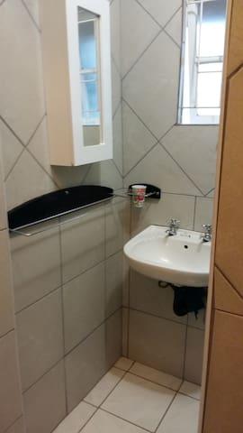 Carols Quaint Cottage - Durban South - Apartment