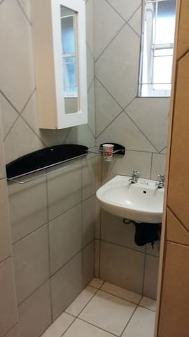 Carols Quaint Cottage - Durban South