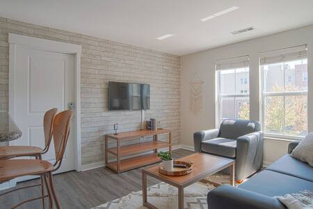 Trendy 1BR steps away from VU campus!