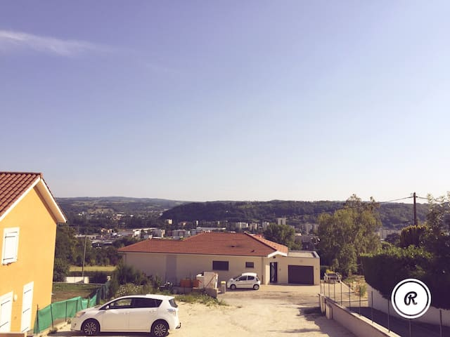 Beau T4 avec panorama - Bourgoin-Jallieu - บ้าน