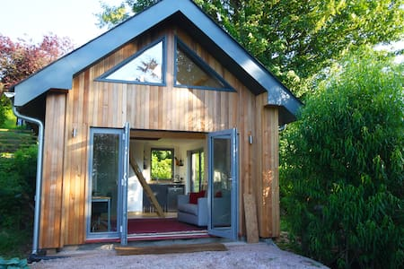 Beautiful, warm, modern cabin with stunning views. - Totnes