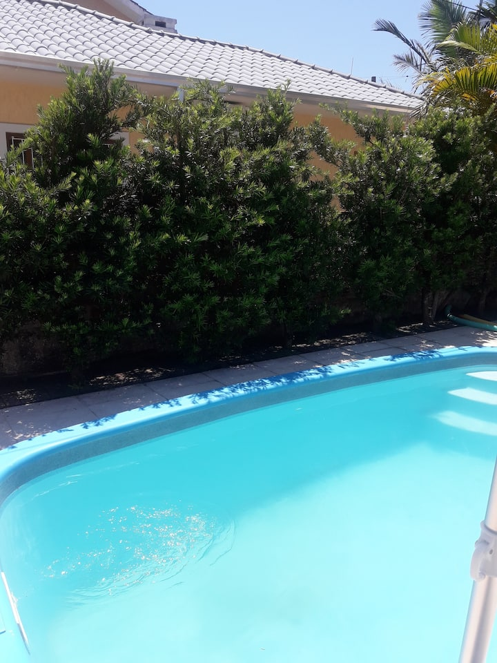Casa de praia, piscina, churrasqueira, 6 pessoas