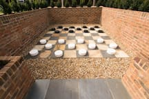 Outdoor draughts