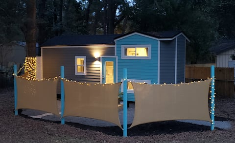 Belle of Beaufort a Luxury Tiny Home with king bed