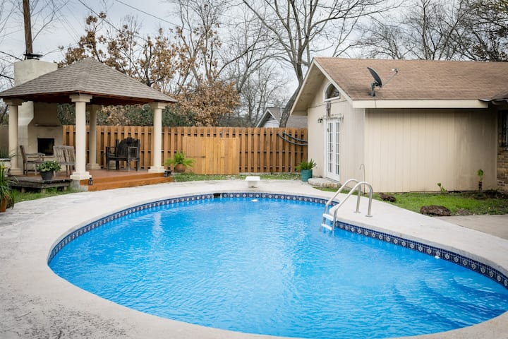 Austintatious OASIS in Mueller near Downtown! Great for Big Groups!