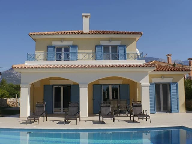 Off the beaten track, Luxury 3 bed Villa with pool