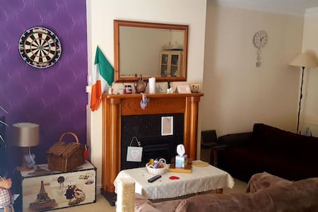 Cosy bedroom with free car park - Dublin