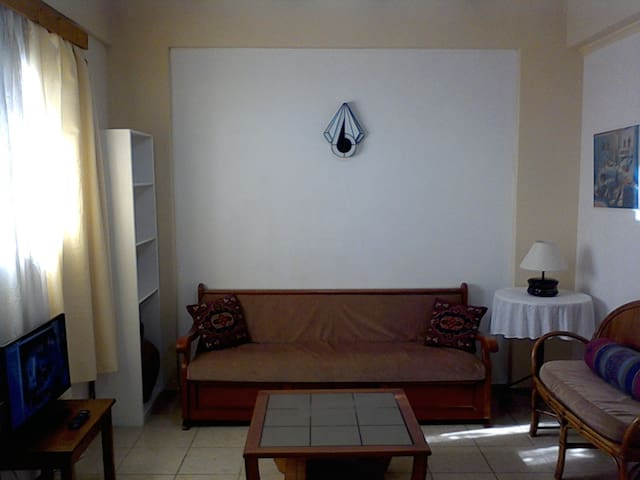 2 bedroom apt.near beach wi-fi - Chios - Pis