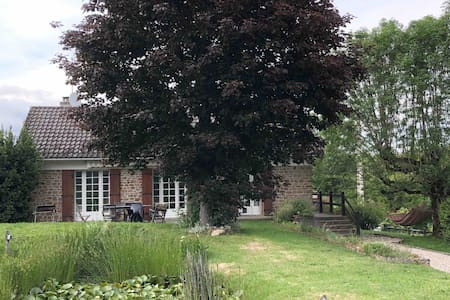 Country house in quiet area 7 mins from village.