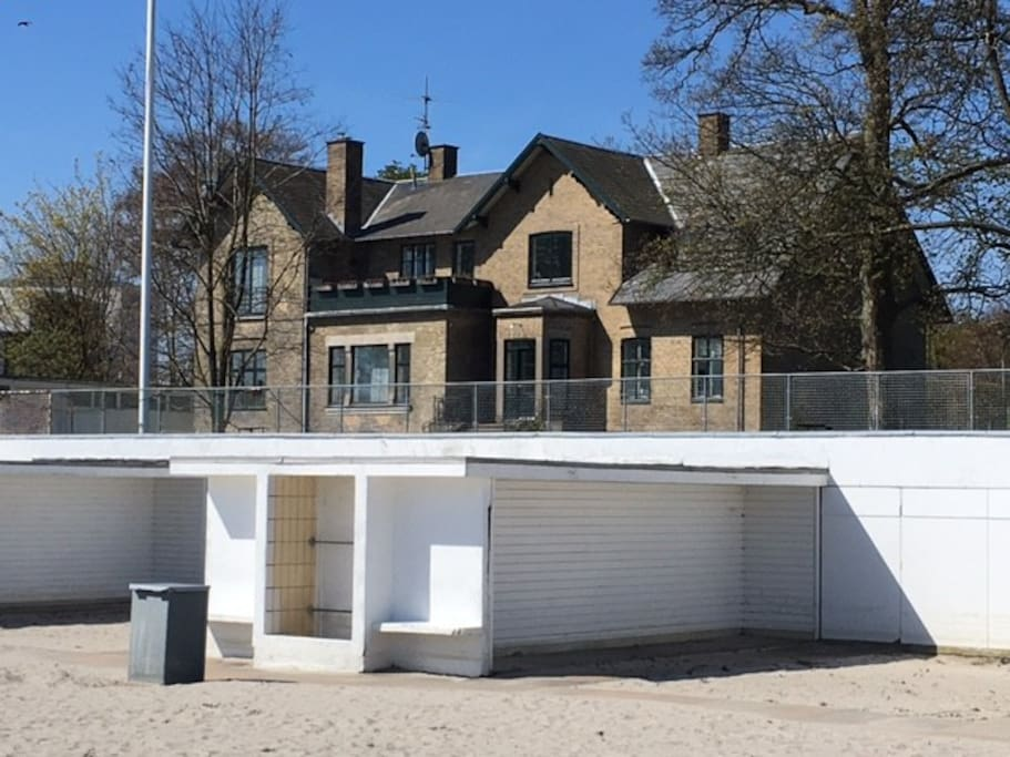 The house with the beach and changing facilities drawn by architect Arne Jacobsen