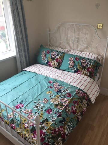 Double room in friendly home - Newport - Dom