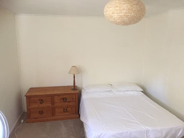 1 Bedroom surf cottage - Anna Bay - Hus