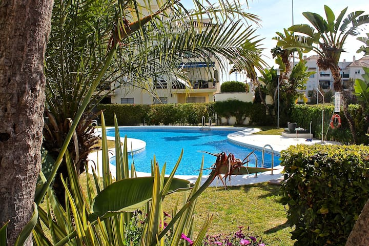 Cozy apt. with pool view in Nueva Andalucia